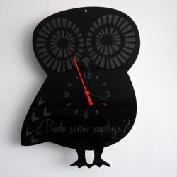Reloj de metacrilato con forma de búho grabado